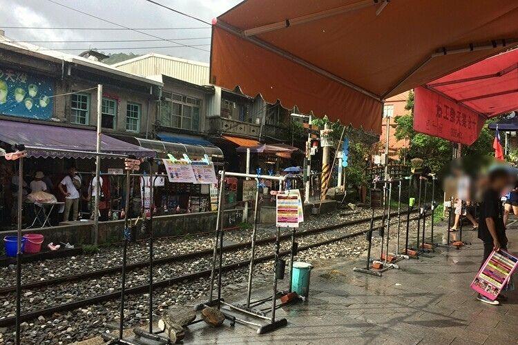 台湾旅行 十分の街並み