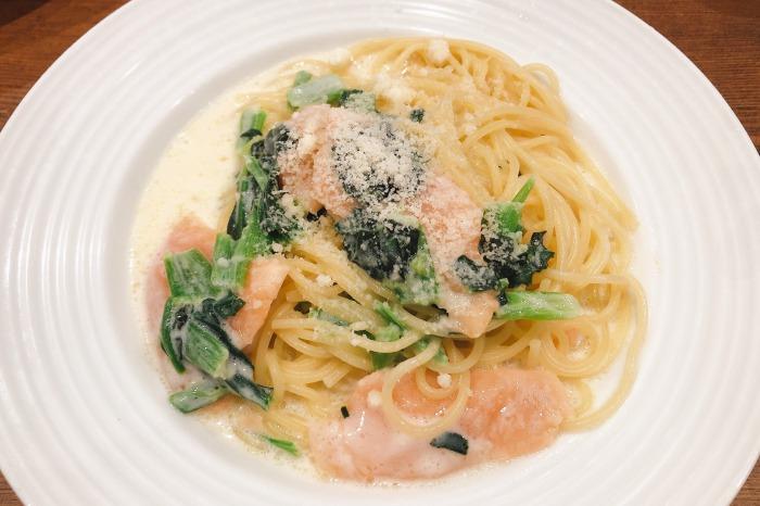 「オリーブの丘」川崎中原店 サーモンとほうれん草のクリームソース